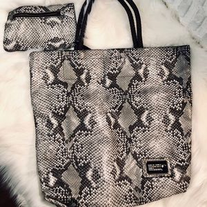 Marc Jacobs Large Tote With Wallet